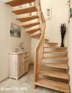 scari din lemn suspendate